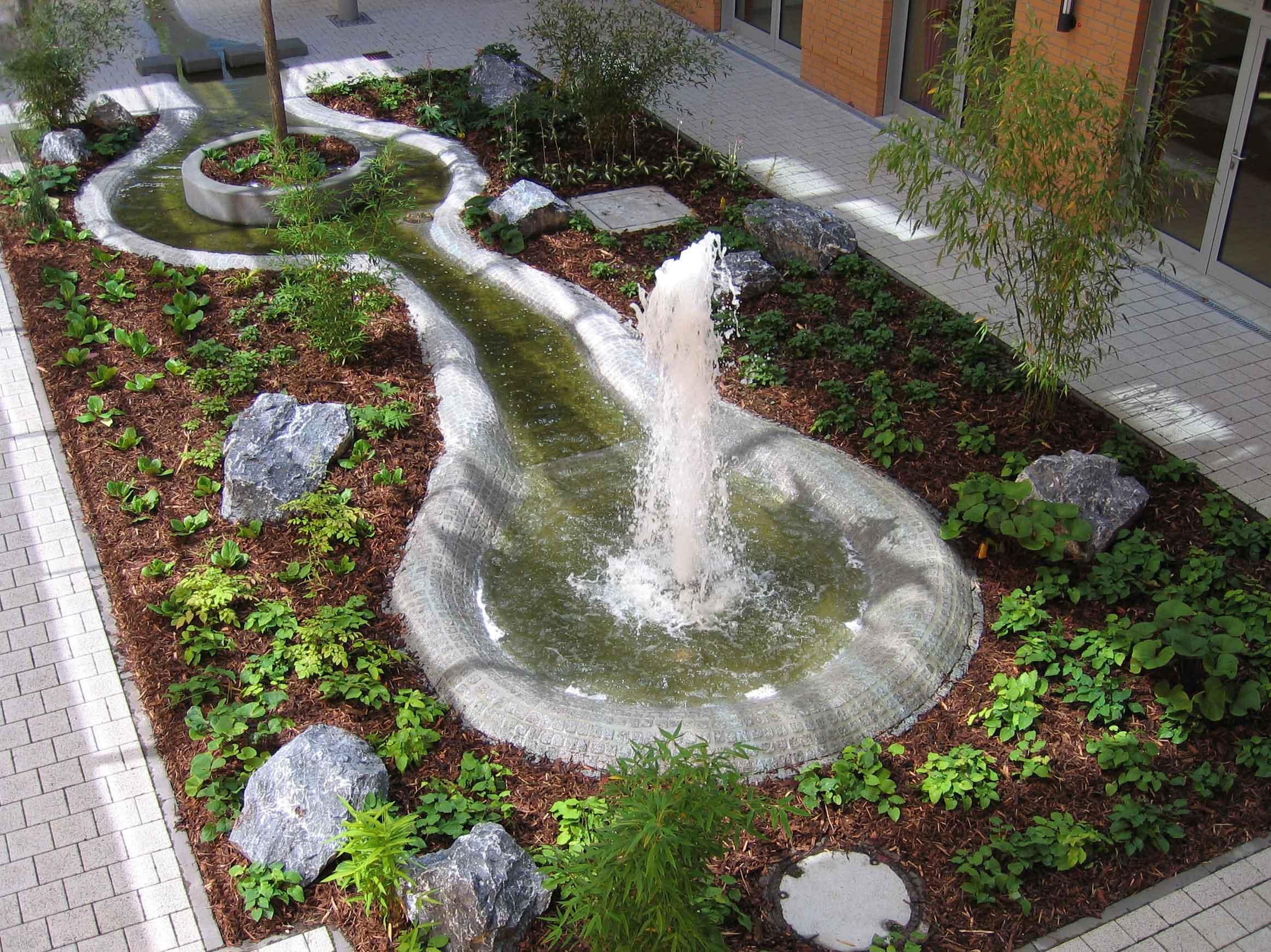 wassergarten im innenhof horsthemke gmbh springbrunnen wasserspiele schwimmfont nen. Black Bedroom Furniture Sets. Home Design Ideas